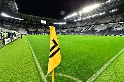El estadio de Juventus, desierto durante la jornada del duelo trunco entre la Vecchia Signora y Napoli (REUTERS/Massimo Pinca)