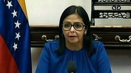 Venezuela anunció el viernes los dos primeros casos confirmados de contagiados por el nuevo coronavirus y a las medidas de prevención sumó la suspensión de todas las actividades educativas.