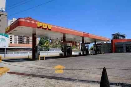 Foto de archivo de una gasolinera vacía en Maracaibo, Venezuela, en medio de la pandemia de coronavirus.  Mar 18, 2020. REUTERS/Isaac Urrutia