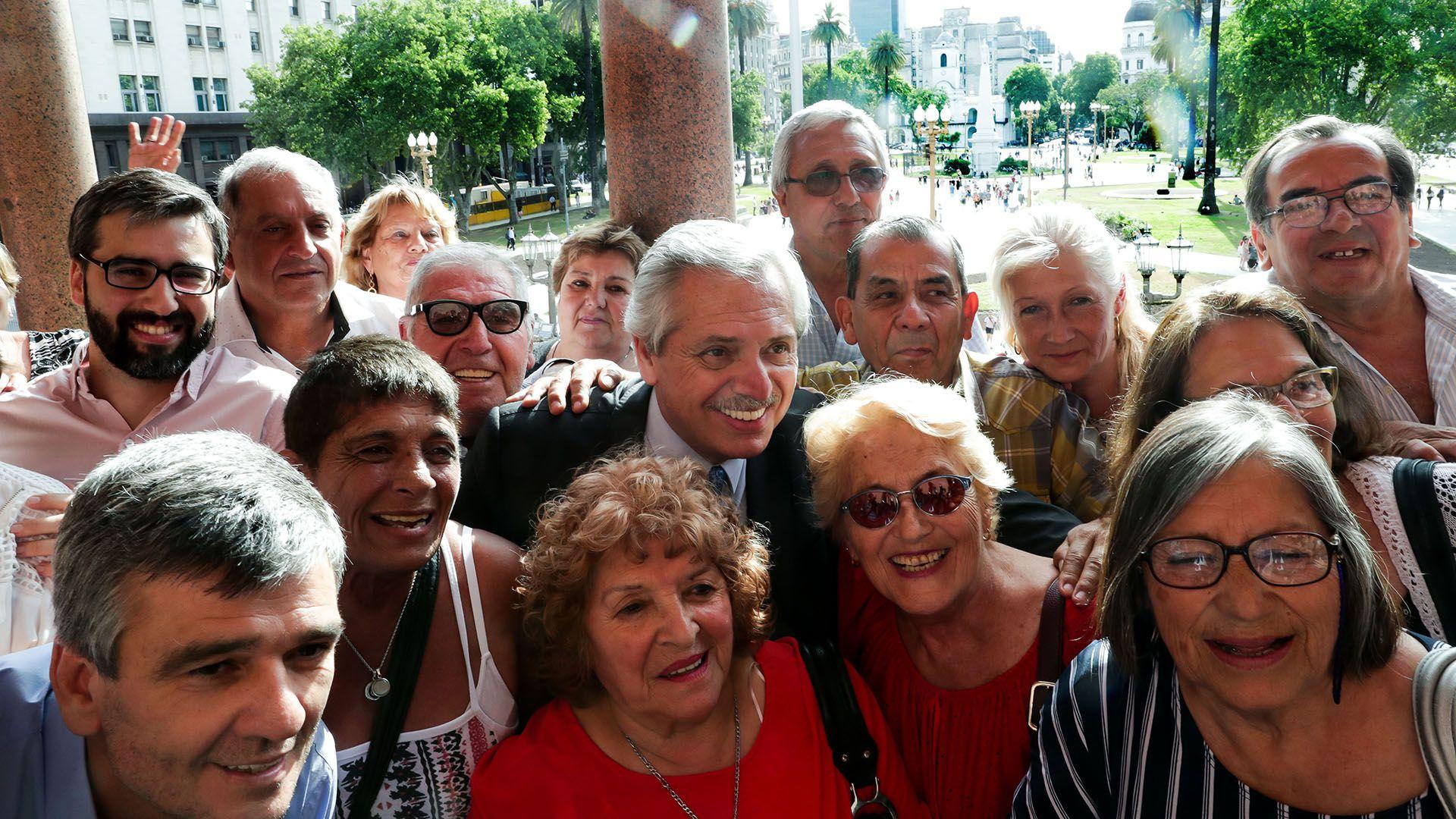 El presidente Alberto Fernández, en un acto con jubilados.