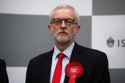 El líder del Partido Laborista Jeremy Corbyn espera que los resultados de las elecciones generales de la circunscripción de Islington Norte se anuncien en un centro de recuento (REUTERS/Hannah McKay)