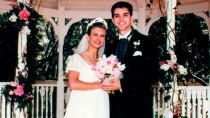 """Después de cinco años de relación, el 5 de junio de 1999, Kristin (con 22 años) y Gregory (con 25) se casaron. En el video de la ceremonia el novio dejó grabado: """"Kristin es la persona más maravillosa que jamás encontré. No puedo esperar a pasar el resto de mi vida con ella"""""""