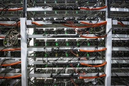 "El ""minado"" de bitcoins consume altísimas cantidades de energìa REUTERS/Maxim Shemetov"