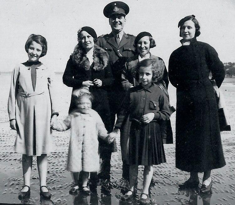 Perón junto a su primera esposa y otras integrantes de la familia Tizón