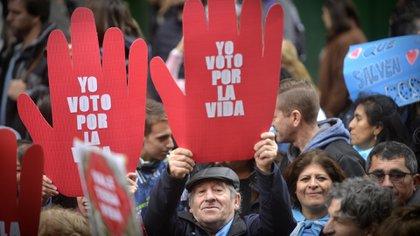 Los manifestantes marcharon con carteles a favor de la vida
