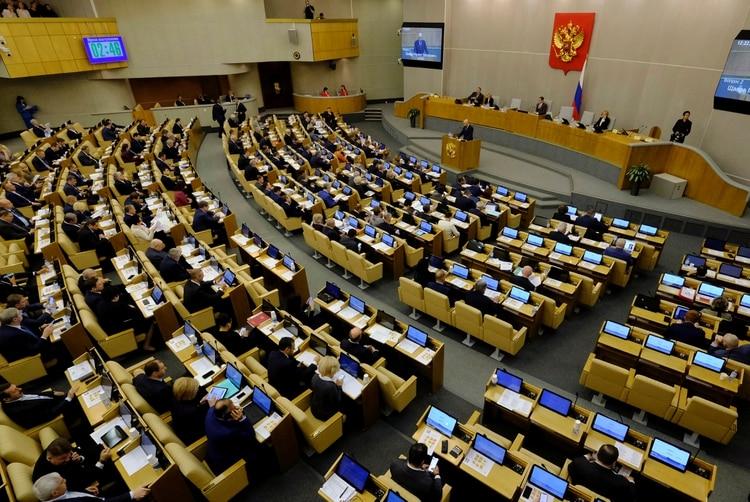 Legisladores rusos asisten a una sesión de la Duma del Estado, la cámara baja del parlamento, en Moscú, Rusia. REUTERS / Alexander Reshetnikov