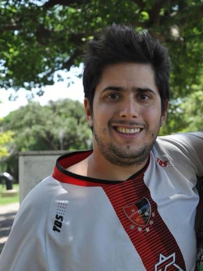 Pablo Benedetto tenía 28 años, un hijo y era hincha de Newell's Old Boys. Un día después de la desaparición se encontró su vehículo, una camioneta Renault Kangoo blanca, pero de él no había señales (Facebook)