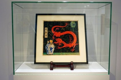 """La pintura de la portada original del libro de caricaturas """"El Loto Azul"""" de 1936 se vendió por un récord de 3,9 millones de dólares (REUTERS/Noemie Olive)"""
