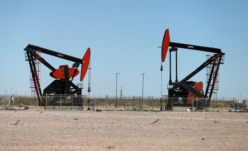 Las provincias petroleras alertan por el parate de la producción por la caída de los precios internacionales