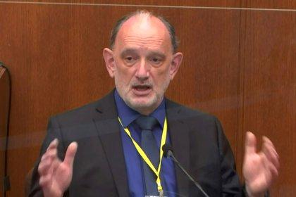 El doctor David Fowler, ex director forense del estado de Maryland y miembro ahora de una firma de consultoría.  Pool via REUTERS