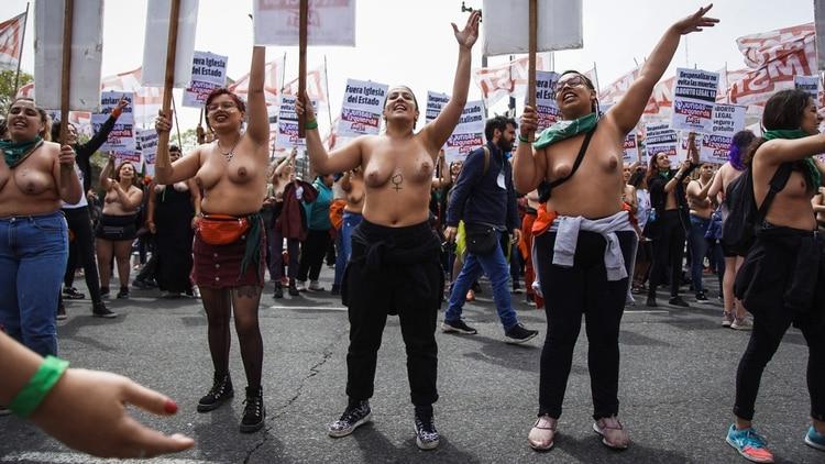 Encuentro Nacional De Mujeres Tetazo Frente A La Catedral De La