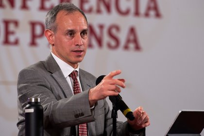 El subsecretario de Prevención y Promoción de la Salud, Hugo López-Gatell, advirtió de un posible  repunte de la pandemia en los meses de frío si no se cumplen las recomendaciones sanitarias  (Foto: EFE/ Presidencia De México)