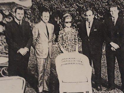 Isabel Perón en la residencia del empresario Jorge Antonio, en una visita a Asunción del Paraguay el 25 de mayo de 1965