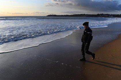 Marea blanca en las playas de Francia / AFP