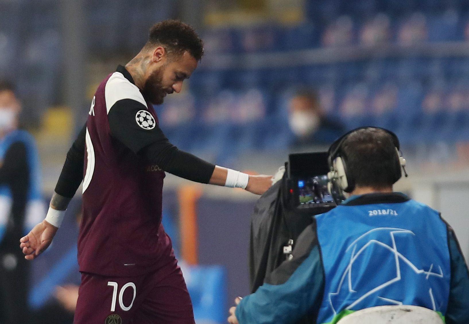 Neymar jugó apenas 20 minutos antes de irse lesionado a los vestuarios (Reuters)