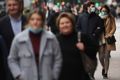 El Reino Unido registró el domingo otras 162 muertes por covid-19 y 23.254 nuevos contagios, según las últimas cifras oficiales divulgadas por el Gobierno. EFE/EPA/NEIL HALL
