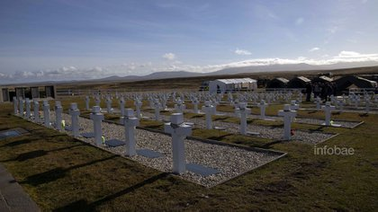 El cementerio de Darwin lleva ahora lápidas con los nombres de los soldados identificados (Lihueel Althabe)