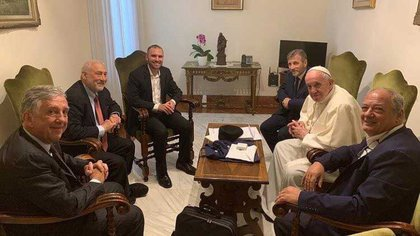 El encuentro entre el ministro Guzmán, el papa Francisco y los miembros de Scholas en mayo de 2019 (Foto de Archivo)