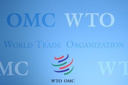 Foto de archivo del logo de la OMC en Ginebra.  Jul 23, 2020. REUTERS/Denis Balibouse