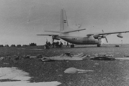29 de octubre de 1969: un Fokker S-27 de la Fuerza Aérea une por primera vez Río Gallegos con la Base Marambio.
