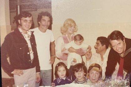 """El Chavo del 8  fue muy popular en Sudamérica y esto logró que Héctor Bonilla ganara fama en esa región Una fiesta donde Roberto Gómez Bolaños estuvo presente en su papel de """"El chavo"""" (Foto: instagram)"""