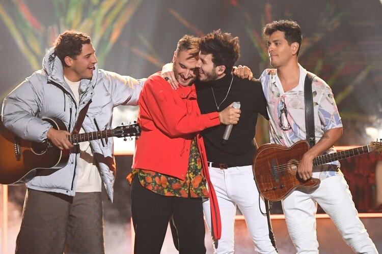 Sebastián Yatra y Reik cantaron 'Un Año' en Premios Billboard 2019 (Foto: Bryan Steffy/Telemundo)