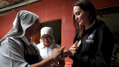 Angelina Jolie con migrantes venezolanos (Reuters)