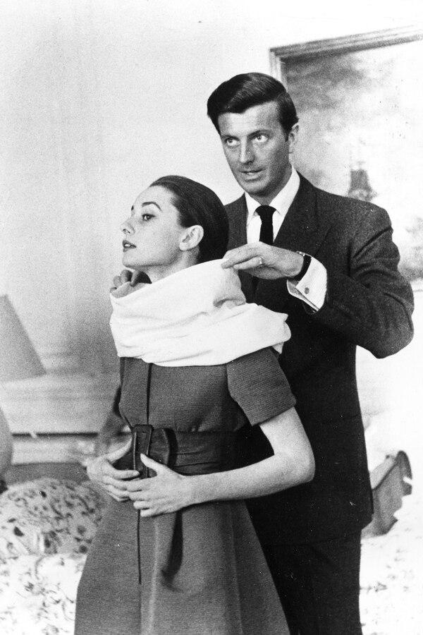 Hubert de Givenchy junto a Audrey Hepburn