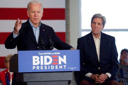 Joseph Biden y John Kerry durante la campaña presidencial
