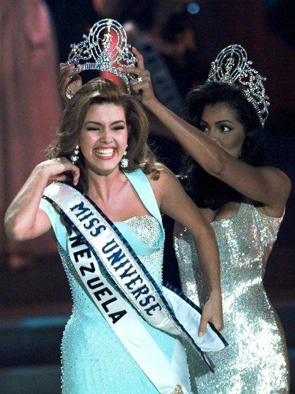 Alicia Machado tuvo un romance con Luis Miguel después de ser coronada Miss Universo en 1996 (AP)