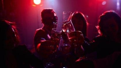 El objetivo de las fiestas desarrolladas en Alabama es que los asistentes -no infectados- se contagien de los invitados que tienen coronavirus