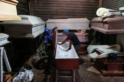 Aumentó la producción de ataúdes en Managua por la pandemia