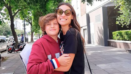 Pampita junto a su hijo (Foto: Instagram @bauti.vicuna)