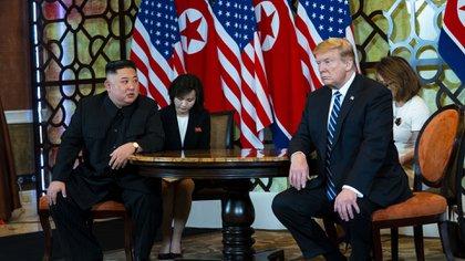 El líder de Corea del Norte, Kim Jong-un, junto al presidente de Estados Unidos, Donald Trump, durante la cumbre de Hanoi en febrero de 2019  (Doug Mills/The New York Times)
