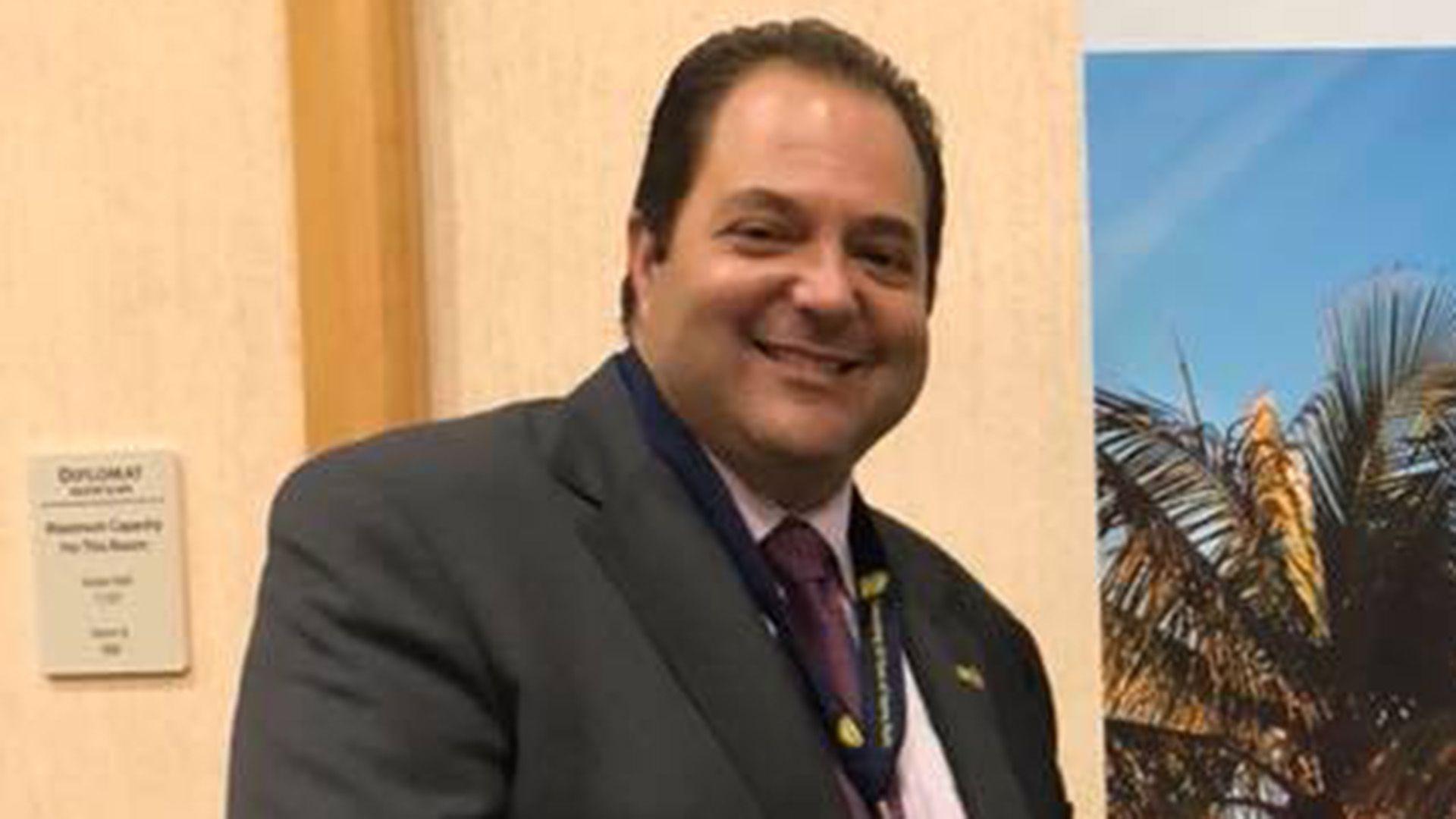 Anthony F. DeFilippo, alcalde de  North Miami Beach