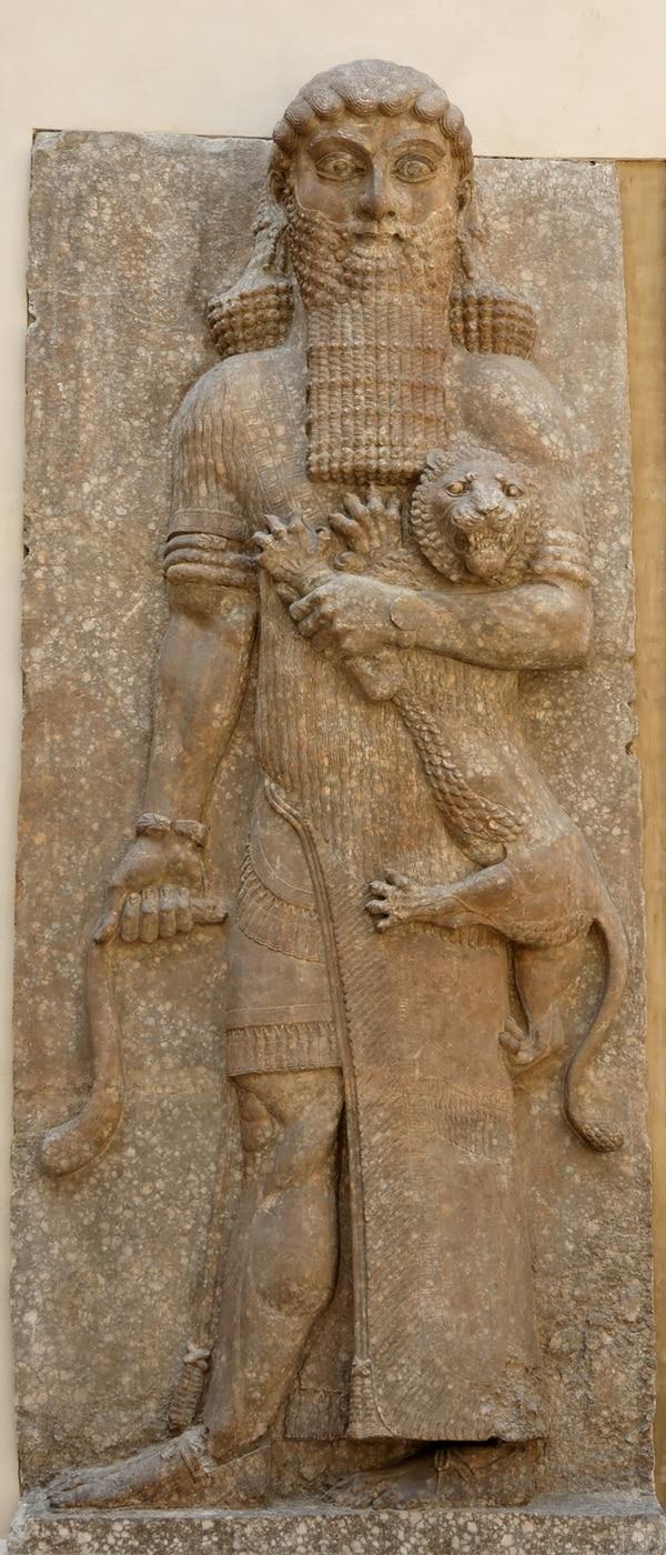 Figura de Gilgamesh, que se puede apreciar en el Museo de Louvre, París