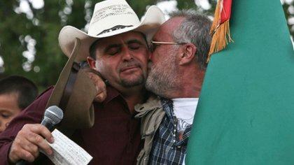 Esta imagen acompañó el texto que Javier Sicilia escribió para Julián Lebarón y publicó en sus perfiles de redes sociales. (Foto: Movimiento por la paz)