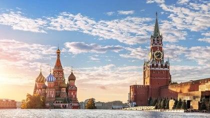 Plaza Roja de Moscú.  Usando su atrevimiento y habilidad, Kendall convirtió a Pepsico en la primera compañía occidental en vender legalmente su producto en la entonces Unión Soviética.