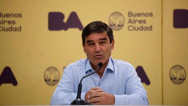El ministro de Salud, Fernán Quirós, habla durante una conferencia de prensa actualizando información respecto al corona virus en la Ciudad de Buenos Aires el lunes 9 de marzo de 2020. (Crédito: Adrian Escandar)