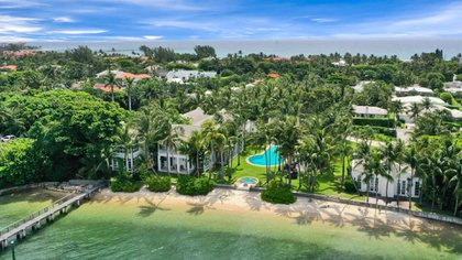 La residencia dispone de piscina, spa y embarcadero  (The Grosby Group)