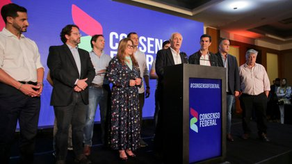 Roberto Lavagna junto a los principales dirigentes de Consenso Federal en la última elección (NA)