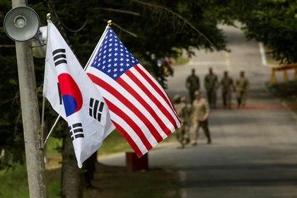 Las banderas de Corea del Sur y Estados Unidos