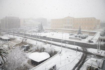 La plaza Syntagma y el edificio del parlamento griego en Atenas (REUTERS/Alkis Konstantinidis)
