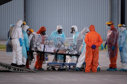 En los días más difíciles de la pandemia, las autoridades sanitarias de Chile dispusieron una tarea a dos bandos, por una parte controlar con medidas el avance del virus y sus consecuencias, y por otra, negociar con las farmacéuticas los acuerdos para conseguir las vacunas