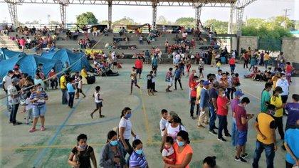 Miles de venezolanos huyeron hacia Colombia en medio del enfrentamiento del Ejercito con guerrillas