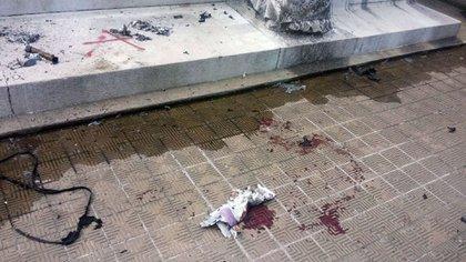 Miércoles, 18:30 horas, Cementerio de la Recoleta: sangre al pie del mausoleo de Ramón Falcón