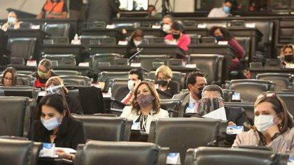 Cuando haya sesiones presenciales, habrá 50 senadores en la sala principal: 22 de Morena, 10 del PAN y seis del PRI, además de otros partidos (Foto: Cuartoscuro)