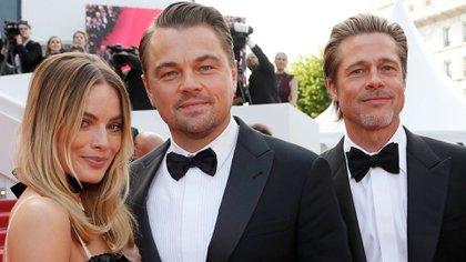 Margot Robbie junto a Leonardo DiCaprio y Brad Pitt (Reuters)