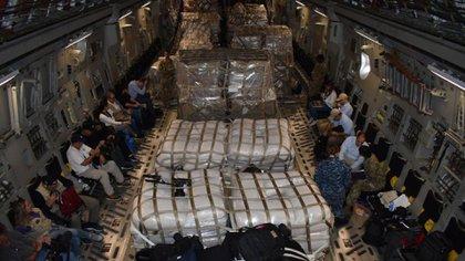 Un avión C-17 de la Fuerza Aérea de los EEUU aterrizó este viernes en Colombia con mercadería para alimentar a más de 2.000 personas por un mes