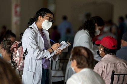 Las personas deberán tener el esquema de vacunación completo (Foto: EFE/Miguel Sierra)
